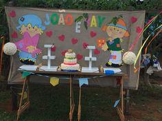 Mesa do bolo antes dos doces!!!