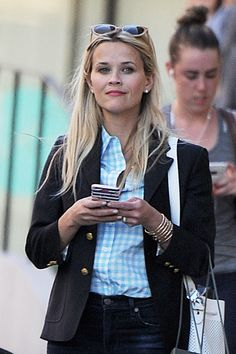 Reese Witherspoon shopping in New York City, 06/14/16