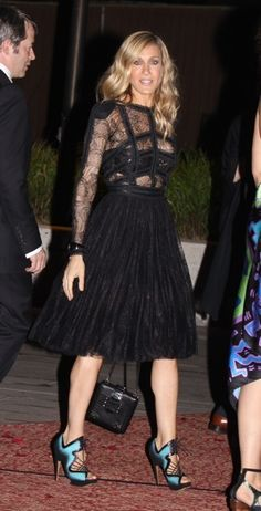 sarah jessica parker celebrity style: Sarah Jessica Parker in a full skirt Carrie Bradshaw Style, Sarah Jessica Parker, Love Her Style, Red Carpet Looks, Look Fashion, Passion For Fashion, Style Icons, Nice Dresses, Celebrity Style