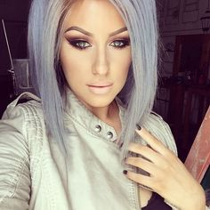 Slightly angled bob, silver/blue hair Sexy Makeup, Makeup Looks, Hair Makeup, Mac Myth Lipstick, Silver Blue Hair, Hair Color For Women, Hair Skin Nails, Photo Makeup, Gorgeous Hair