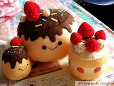 Kawaii~neh!: Felt Purins + Strawberries-n-Cream Cake Plush