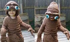 Diesen Tag wird der kleine Jack wohl niemals vergessen. Nämlich an das Jahr 2016, in dem er sich dank seiner supercoolen Mum in E.T. verwandeln durfte.Stephanie Pokorny von Crochetverse hat sich dieses Jahr aber auch echt ins Zeug gelegt. Dazu muss man sa