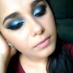 Boa tarde!!! 💟 Quem já foi conferir o vídeo dessa maquiagem poderosa? Vem ver, ta muito linda, uma maquiagem bem elaborada e fácil de fazer>>> https://m.youtube.com/watch?v=7NPMBwjV1Ec  Você encontra a lista de produtos usados no blog>>> http://meninasmodaeetc.blogspot.com.br/2015/07/video-maquiagem-poderosa-prata-e-azul.html  Link clicável no perfil do insta!  #VídeoNovo #MaquiagemPoderosa #MakeAzul #MakePrata #Delineado #Make #Makeup #AmoMaquiar #Lips #AmoMaquiagem #MakeAzulePrata…