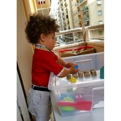 When you live temporaly in the center of Rome and don't have a patio for play, #kineticsand is just amazing for play indoor. #elpicolinodelagleana #play #patterns #fun #jugaresesencial #jugaresimportante #jugando #playmatters #childhoodunplugged