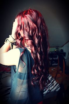 I love the colour AND the curls!!!!! L.O.V.E!