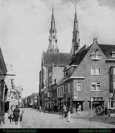 We schrijven het jaar 1937. Hier zien we op de hoek van de Kerkstraat het kruidenierswinkeltje van Cremers (rechts), later werd dat een Etos winkel. .