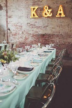 Great ideas for a Roaring 20's, Speakeasy, Flapper, Jazz Age, or Great Gatsby era themed wedding.