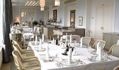 Edel gedeckter Tisch Restaurant Rheinterrassen mit großer Außenterrasse des Steigenberger Grandhotel Petersberg, DIY für Zuhause runde Glasscheibe als Platzteller