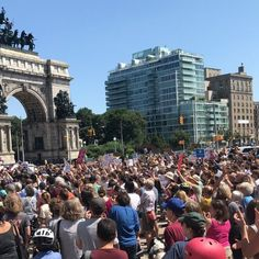 Hundreds rally in New York in solidarity with Charlottesville anti-racism protesters