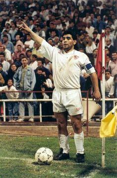 Diego Maradona of Sevilla in Football Images, Football Pictures, Football Soccer, Football Players, Diego Armando, Vintage Football, Judo, Fifa World Cup, Gym Workouts