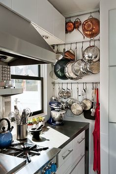 hanging pots and pans / Seacoast rustic modern kitchen contemporary-kitchen Small Kitchen Storage, Kitchen Organization, Diy Kitchen, Kitchen Dining, Kitchen Decor, Kitchen Pans, Hanging Pots Kitchen, Kitchen Pegboard, Compact Kitchen