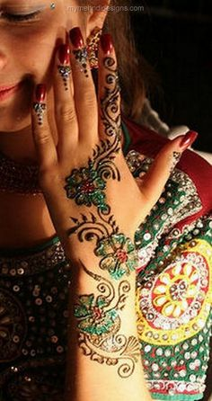Wonderful  bright green color mehndi for hands