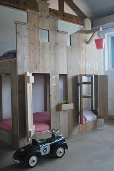 steigerhouten kinderbedden: stapelbed pakhuisbed #kidsroom #boysroom