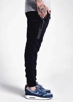 unstablefragments: Nike Tech Pants via Coutie Buy it @nike.com Mens Fashion Shoes, Dope Fashion, Sport Fashion, Urban Fashion, Nike Joggers, Mens Joggers, Nike Pants, Sweatpants, Reebok