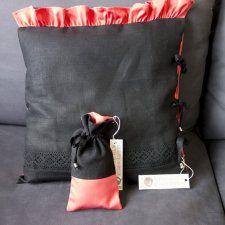 Czarna / czerwona elegancka i szykowna poduszka glamour