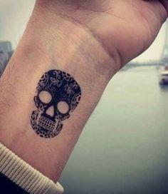Tatuajes-Pequeños-Clasicos-calabera