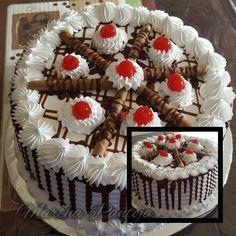 Chocolate Buttercream Cake, Chocolate Filling For Cake, Buttercream Cake Designs, Chocolate Cake From Scratch, Cake Decorating Frosting, Cake Decorating Tips, Cake Filling Recipes, Frosting Recipes, Cake Recipes