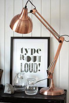 Koperen schermerlampje | Bekijk tips op http://www.jouwwoonidee.nl/koperen-accessoires/