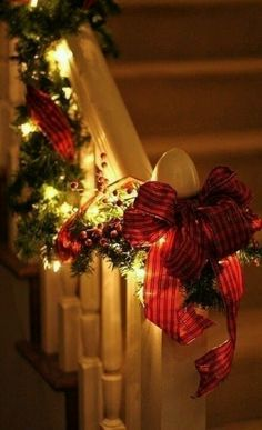 Christmas bannister decoration…all I need is a bannister..oh well maybe another year