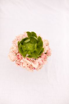 succulents + roses = prettiest centerpieces #lovepinkandgreen