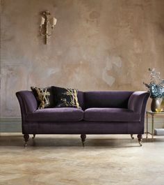 Top 7 Modern Sofas By Beaumont & Fletcher That You Will Covet | Living Room Ideas. Velvet Sofas. #modernsofas #velvetsofas #smallsofa Read more: http://modernsofas.eu/2016/09/13/modern-sofas-beaumont-fletcher-covet/