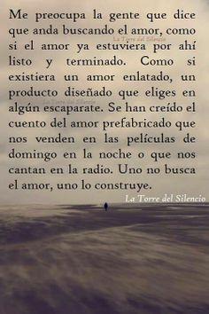 Uno no busca el amor, uno lo construye.  Para más frases dale me gusta en: https://www.facebook.com/pages/El-cementerio-de-los-libros-olvidados/355735891205260.