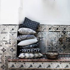 Every year we apply special and stylish decoration trends to our homes. Here are 8 Terrific Home Decoration Trend of Chic Decor, Decor, Beautiful Tile, Inspiration, Country Chic Living Room, Interior, Bohemian Bedroom Decor, Interior Details, Trending Decor