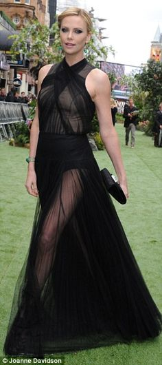 Snow White and the Huntsman: Kristen Stewart and Charlize Theron smoulder in gothic glamour at world premiere in London | Mail Online