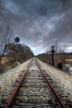 Abandoned Railroad McDermott Ohio by Photo's by Roy Old Abandoned Buildings, Abandoned Train, Abandoned Places, Train Art, Old Trains, Train Tracks, Model Trains, The Great Outdoors, Trekking