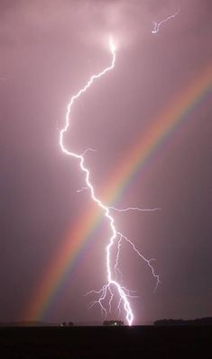 Nature doin it's own thing. This is also on my lightning board. Rainbows and lightning in one pic, had to go on both boards. Look Wallpaper, Iphone Background Wallpaper, Aesthetic Pastel Wallpaper, Aesthetic Backgrounds, Galaxy Wallpaper, Nature Wallpaper, Iphone Backgrounds, Aesthetic Wallpapers, Amazing Wallpaper