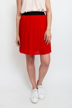This skirt comes in a vibrant red hue, adding a bold pop of colour to your wardrobe. An elasticated grosgrain waistband sits at your waist, while accordion pleats sway elegantly as you move. Style this piece with an oversized sweater and classic pumps for a night out. By Mbym.