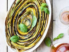 Tian met groene en gele courgette - Libelle Lekker Tortilla Chips, Ratatouille, Zucchini, Vegetarian Recipes, Food Porn, Veggies, Cooking, Ethnic Recipes, Fruit