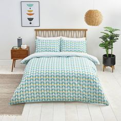 Buy Sainsbury's Home Newstalgia Retro Stem Bed Linen online from Sainsbury's, the same great quality, freshness and choice you'd find in store. Choose from 1 hour delivery slots and collect Nectar points. Double Duvet Covers, Single Duvet Cover, Duvet Cover Sets, Sainsburys Home, Retro Bed, Beige Bed Linen, Restoration Hardware Bedding, Pottery Barn Teen Bedding, King Size Duvet
