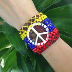 #prayforvenezuela colección limitada de pulseras hechas con el símbolo de paz y el tricolor de Venezuela <3 solo en Nueve Musas Boutique