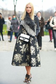 Street Style  |  chic look  |  flared print skirt  |  accessories  |  stripes trend