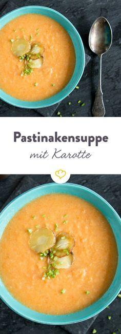 Um das süßliche Aroma der Pastinake zu unterstreichen, gesellen sich noch Möhren dazu. Für Crunch sorgen die knusprigen Pastinaken-Chips aus der Pfanne.