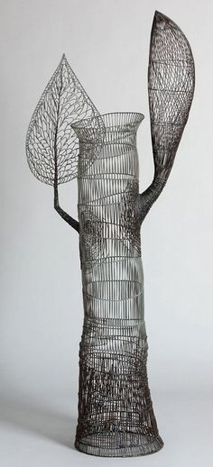 Wire sculpture by Glenn Murray http://www.wattersgallery.com/artists/MURRAY/2011/SmallRegeneration.jpg