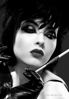 pin up tattooed Dark Beauty, Gothic Beauty, Gothic Glam, Vintage Gothic, Women Smoking, Girl Smoking, Smoking Pics, Foto Portrait, Black N White