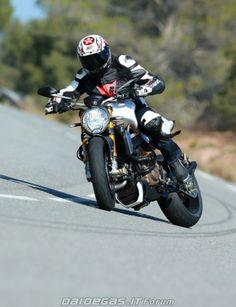 Ducati Monster 1200 slide