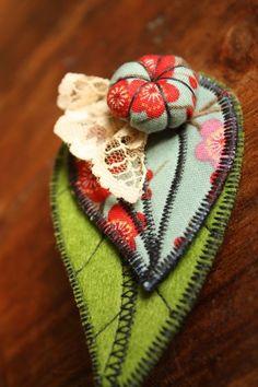 Broches textiles - Dans la malle d'Adèle