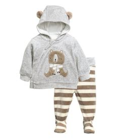 Hooded jacket and a pair of trousers in soft cotton-blend velour. The jacket has a jersey-lined hood with ears, an embroidered appliqué on the fr Baby Outfits, Newborn Outfits, Toddler Outfits, Kids Outfits, Toddler Fashion, Kids Fashion, Velour Jackets, Baby Coat, Baby Winter