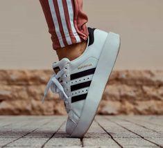 3 Alarming Desert Fashion Snapshots Person Wearing White And Black Adidas Superstar Sneaker Sneaker Outfits, Sneakers Fashion Outfits, Sneakers Mode, Sneakers Adidas, Casual Sneakers, Buy Sneakers, Cheap Sneakers, White Sneakers, Athleisure Trend