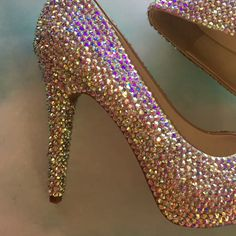 Amazing prices for you to have that pair of shoes that you like so much, Zapatos Bling Bling, Bling Heels, Wedding Shoes Heels, Prom Shoes, Bridal Shoes, Fancy Shoes, Unique Shoes, Pretty Shoes, Bedazzled Converse
