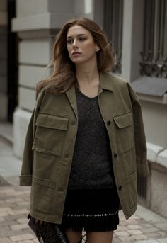 bsNOV_47 Bombshell Beauty, Classic Outfits, Beauty Photography, Most Beautiful Women, Fitness Fashion, Military Jacket, Stylists, Street Style, Actresses