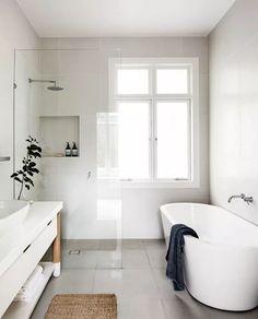 bathroom inspiration white tub walk in shower Small Bathroom Floor Plans, Small Bathroom Layout, Modern Bathroom Design, Bathroom Interior, Eclectic Bathroom, Scandinavian Bathroom, Contemporary Bathrooms, Tiny Bathrooms, Upstairs Bathrooms