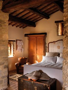 Petrella Guidi Historical Hideaway in Italy pinned from http://www.onekindesign.com/2012/07/05/petrella-guidi-historical-hideaway-in-italy/