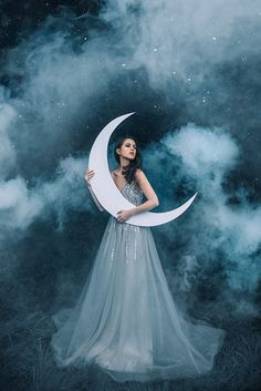 Lunar's light 🌙 . Here is another photo from my recent shoot with model and mua Tomorrow I'm flying to Orlando… Moon Photography, Fantasy Photography, Girl Photography Poses, Creative Photography, Celestial Wedding, Beautiful Moon, Moon Goddess, Jolie Photo, Creative Portraits