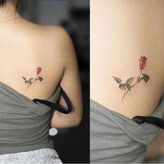 Bonito Flor Rosa por Hongdam Tattoo