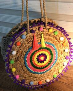 More Tutorial and Ideas Handmade Handbags, Handmade Bags, Fancy Hands, Embroidery Bags, Diy Purse, Boho Bags, Crochet Videos, Hippie Boho, Bag Making
