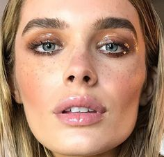 Glossy Makeup for When You Want Effortless, Sparkle-Free Shine Ready to give gloss a go? Here are 12 glossy makeup products for the entire face (and even body). Makeup Inspo, Makeup Inspiration, Makeup Tips, Beauty Makeup, Hair Makeup, Makeup Products, Full Makeup, Makeup Videos, Dramatic Eyes